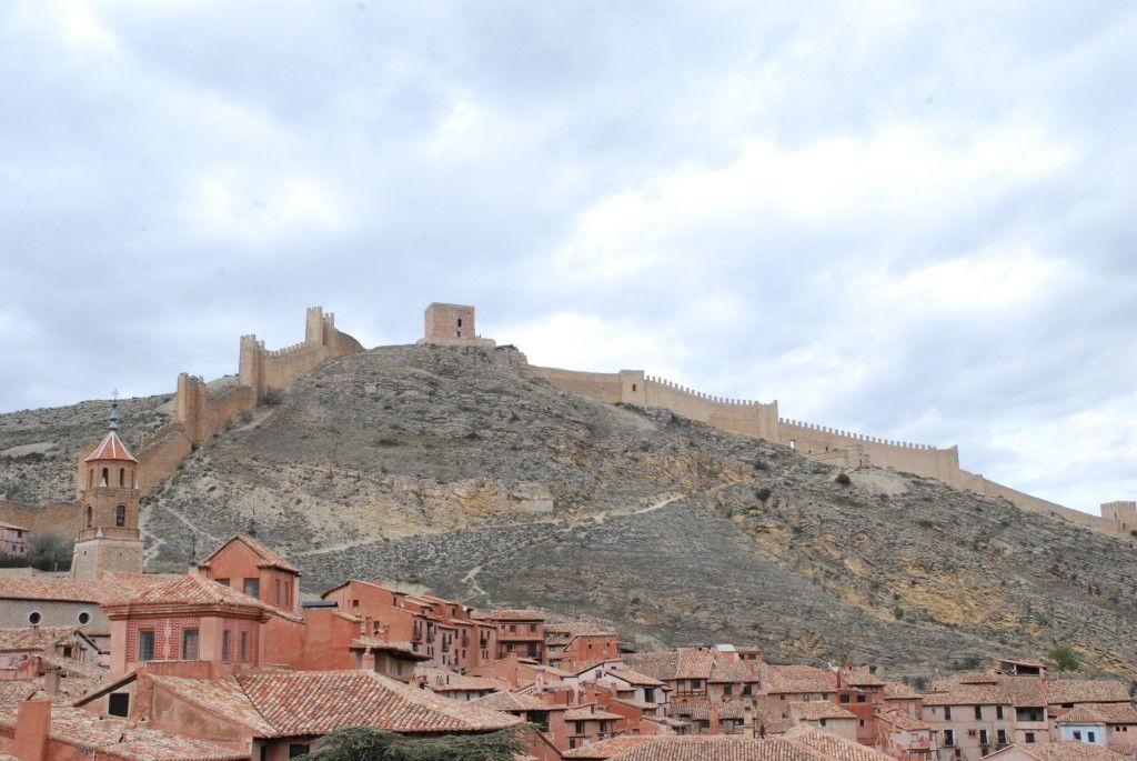 Vista de tejados de Albarracín y su muralla