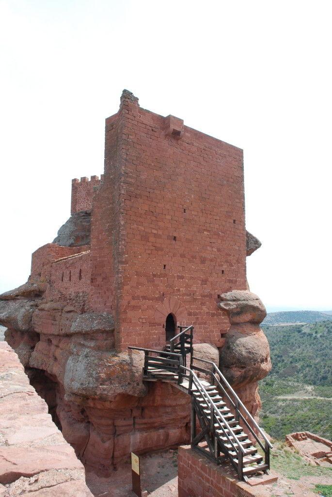 Castillo de Peracense, vista del recinto interior y su puente levadizo